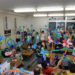 小学校の放課後教室でバルーンアート・ちっちゃな手で捻ったバルーン